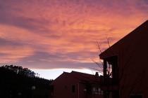 Altocúmulos en movimiento al amanecer